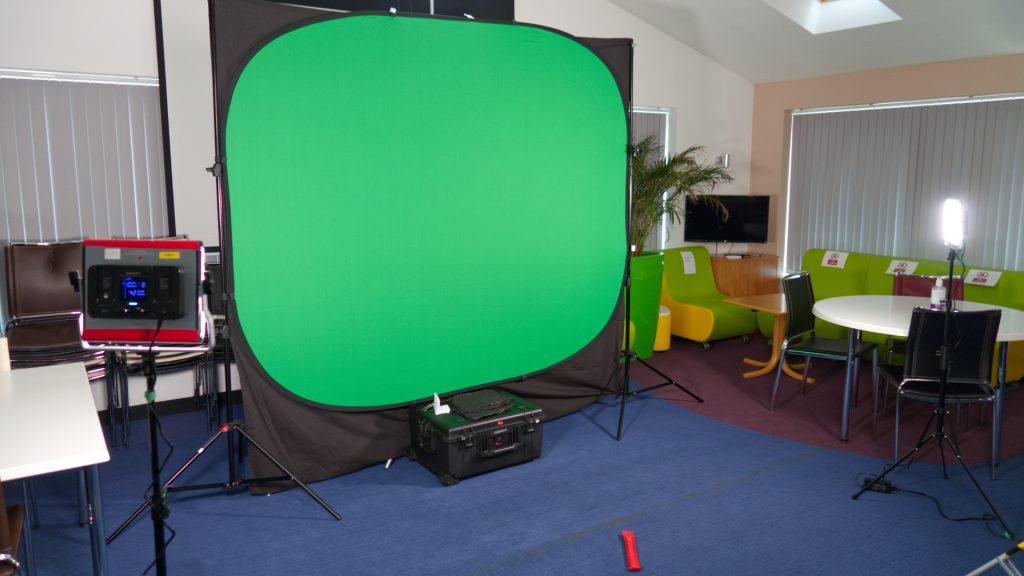 Neewer RGB660 Lamps lighting a Pop-Up Green Screen